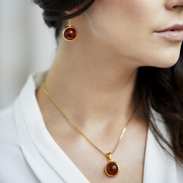 Gold plated earrings with round cognac amber