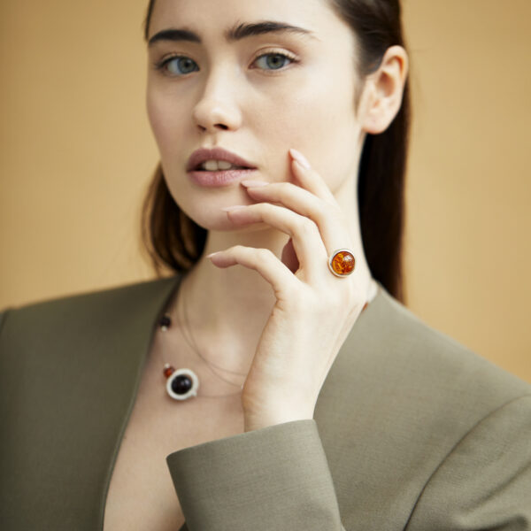 Scandinavian-style ring with cognac amber 1