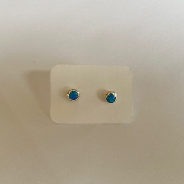 Small round silver earrings with opal 1